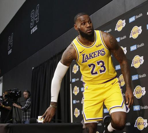 LeBron admite Warriors muy superiores a Lakers
